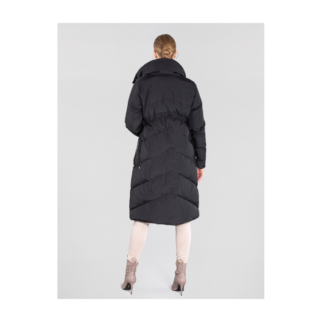 Długa  czarna  kurtka  damska  z  puchem